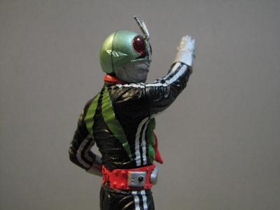仮面ライダー新1号上半身右から.JPG
